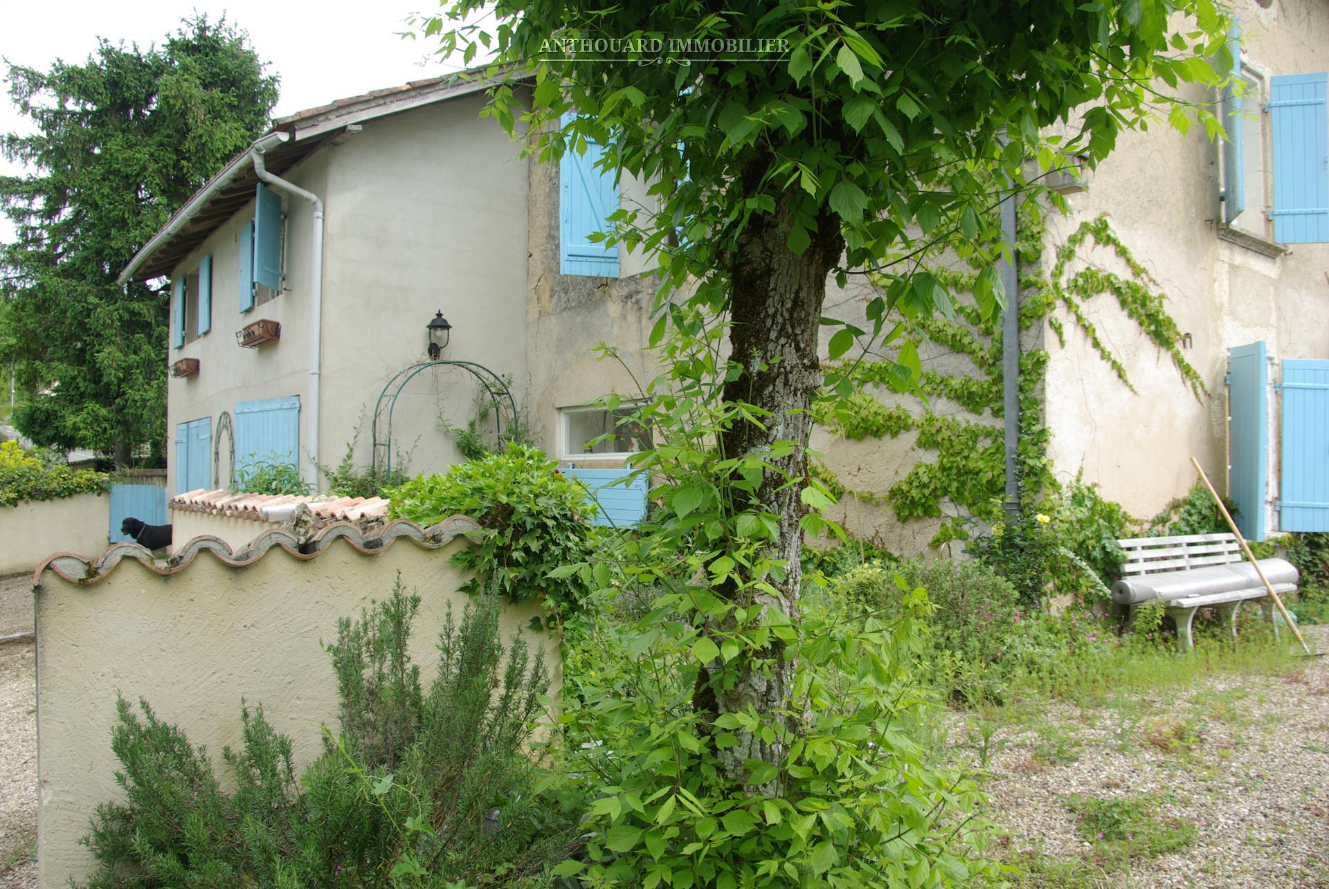 Maisons de ville ou village appartements vendre en for Jardin 700m2