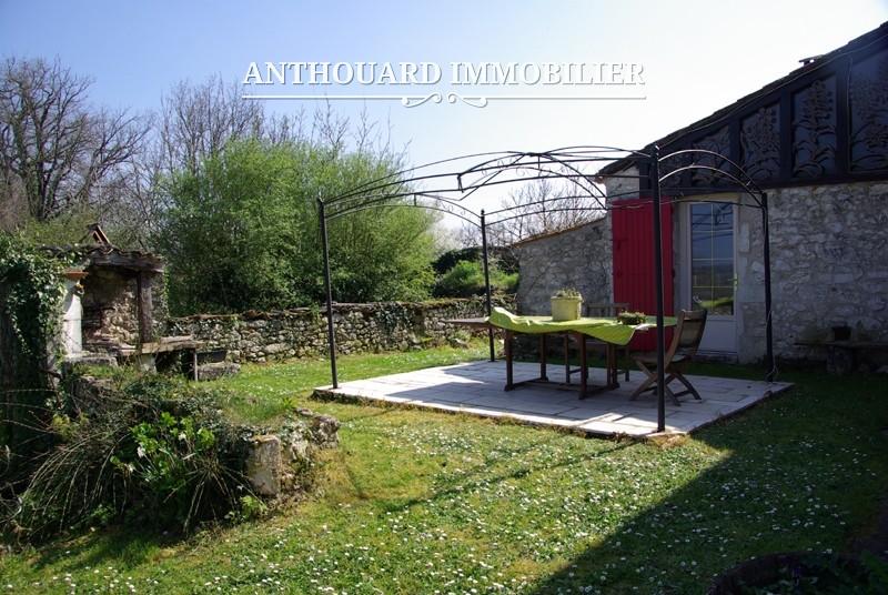 Beaucoup de charme pour cette maison en pierre sur 1800m2 for Piscine bois 8x5
