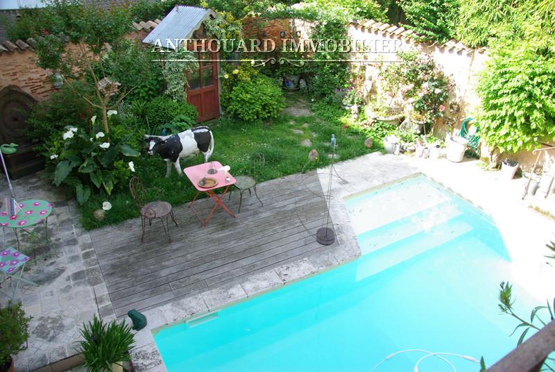 Maison bourgeoise de ville avec jardin piscine et garage for Piscine 3 villes