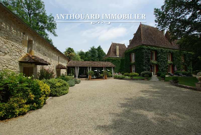 Agence Anthouard Immobilier Château à vendre en Dordogne, Périgord, propriété de 8ha (6)