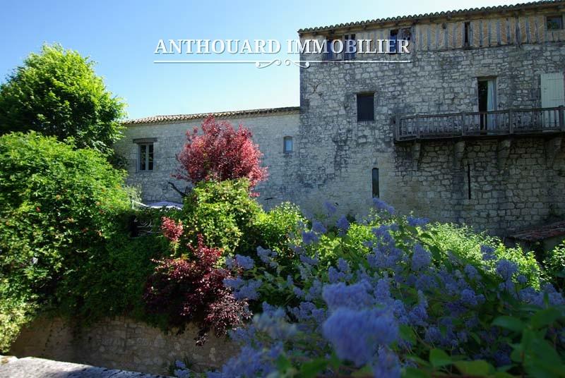 Maison-en-pierre-à-vendre-village-Issigeac-Dordogne-proche-Bergerac