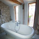 A vendre maison pierre Issigeac baignoire